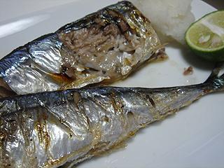 秋刀魚の塩焼きと鶏ハム_c0025217_1204090.jpg