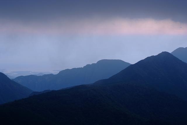 四国迷走ツーリング 石鎚山の朝_f0050534_7591660.jpg
