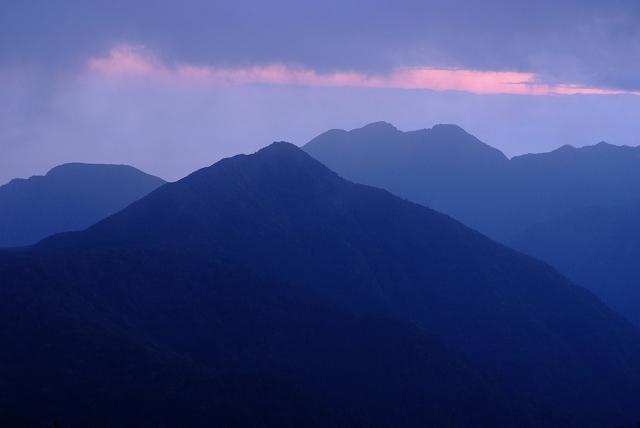 四国迷走ツーリング 石鎚山の朝_f0050534_759439.jpg