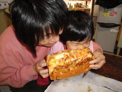 手作りパンにかぶりつきのマコちゃん!_e0166301_16144518.jpg