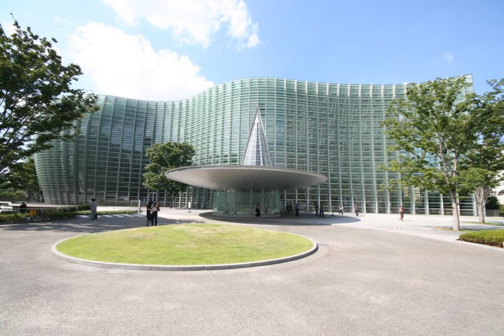 黒川紀章氏の作品にふれて…国立新美術館_d0082356_10243057.jpg