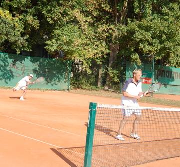 日曜もテニス!(素晴らしきクラブライフ)_c0180686_4112386.jpg