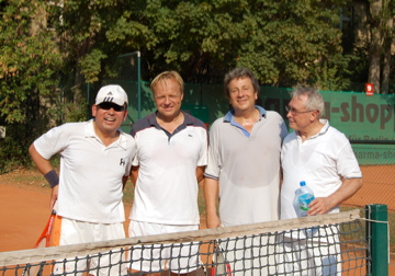 日曜もテニス!(素晴らしきクラブライフ)_c0180686_4142636.jpg