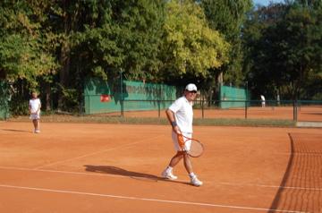 日曜もテニス!(素晴らしきクラブライフ)_c0180686_474321.jpg