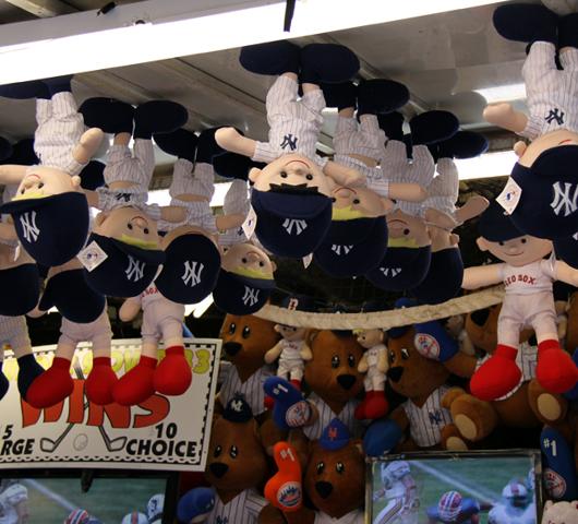 NYではチビッコに人気のお祭りに出てる射的ゲームの屋台_b0007805_12432156.jpg