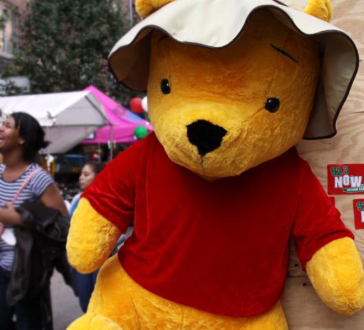 NYではチビッコに人気のお祭りに出てる射的ゲームの屋台_b0007805_12434131.jpg