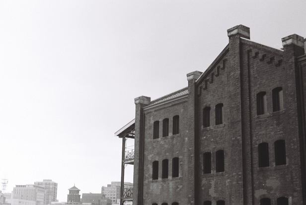 Yokohama red brick warehouse, mono #3_e0174281_1734790.jpg