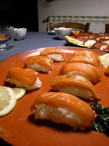 皆でお寿司を食べました_f0106597_1625081.jpg
