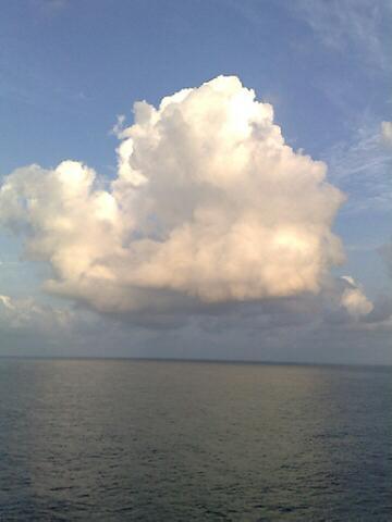 日本の海上、天気良好_a0086851_16251373.jpg