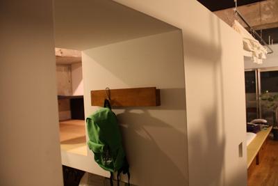 壁に付けられる家具・棚・幅44cm・ウォールナット材 幅44×奥行12×高さ10cm