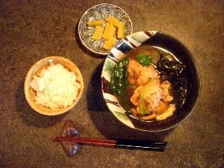 今日の夕飯はテビチ汁_e0166355_17522325.jpg