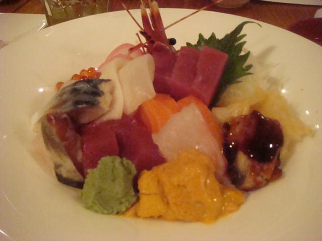 一日中チビ達に遊んでもらって海鮮丼を食べて、_d0100880_1113457.jpg
