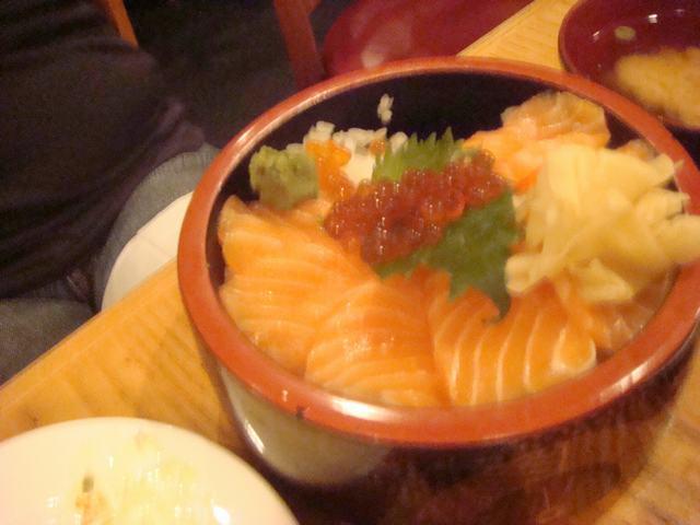 一日中チビ達に遊んでもらって海鮮丼を食べて、_d0100880_11213534.jpg