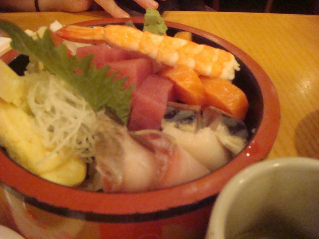 一日中チビ達に遊んでもらって海鮮丼を食べて、_d0100880_11215963.jpg