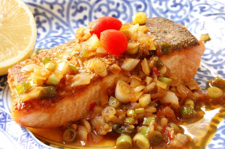 激ウマ!鮭の薬味たっぷり豆板醤ソース_d0104926_2165550.jpg