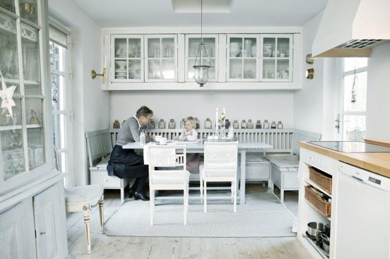 デンマークの白いキッチン_a0116902_17394236.jpg