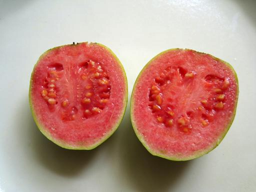 グァバの果実を切ったところ
