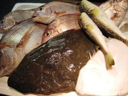大東港より 魚が届きました。_c0206545_885155.jpg