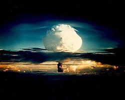 いよいよ10月9日、月の南極に水爆が突っ込む!!_e0171614_1182567.jpg
