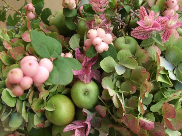 オークリーフ(秋紫陽花とグリーンアップルのアレンジメント)_f0049672_21344480.jpg