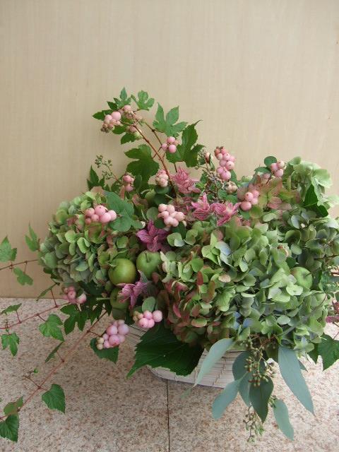 オークリーフ(秋紫陽花とグリーンアップルのアレンジメント)_f0049672_2153870.jpg