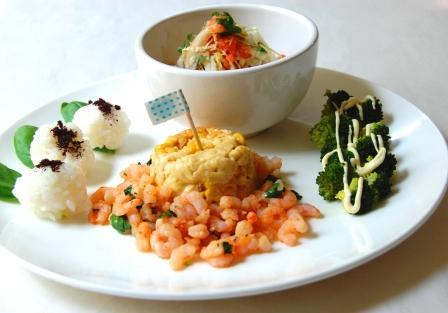スモークサーモンと白菜のさっぱりサラダとワンプレートランチ☆_d0104926_1525192.jpg