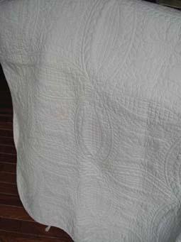 やっぱり白のままに・・・ホワイトキルトのベッドカバー_f0182167_20535775.jpg