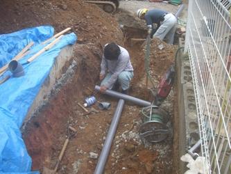 もうすぐ完成!邸外排水工事_b0112371_19324578.jpg