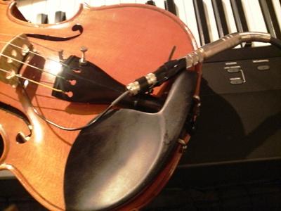 バイオリンのピックアップからの出力に四苦八苦。アンプ接続編_e0188087_21223526.jpg