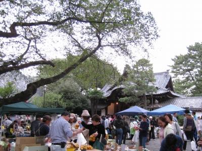 自然を満喫!コーヒーブレークは世田谷観音の朝市で。_e0010418_13443561.jpg