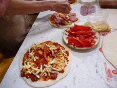 石釜で焼くピザ作り_f0019247_22324371.jpg