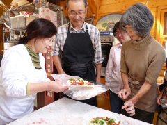 石釜で焼くピザ作り_f0019247_22331876.jpg