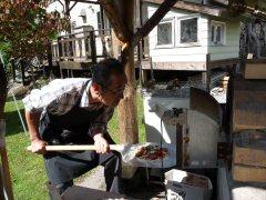 石釜で焼くピザ作り_f0019247_22341249.jpg