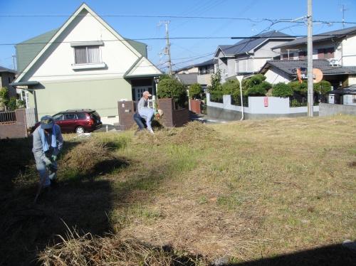 みさき公園団地の草刈り&草片付け_c0108460_18484777.jpg