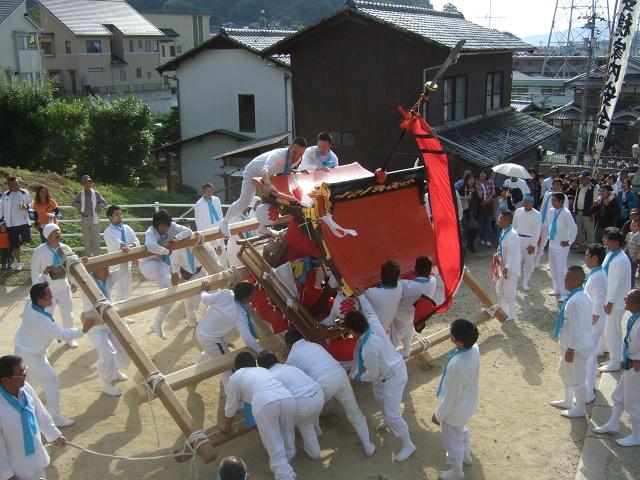 坂八幡宮 秋祭 本祭り その2 荒々しい頂戴奉納_b0095061_12151137.jpg