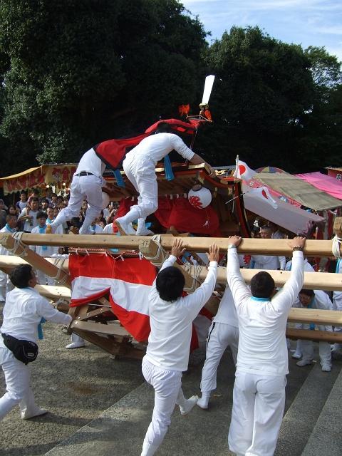 坂八幡宮 秋祭 本祭り その2 荒々しい頂戴奉納_b0095061_12164837.jpg