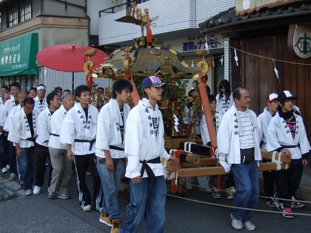矢野尾崎神社秋大祭 その4 大祭の日の午後。神社神輿行列_b0095061_1249299.jpg