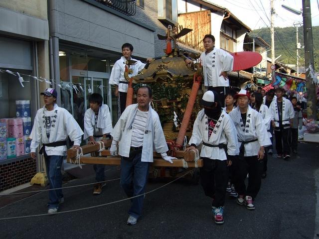 矢野尾崎神社秋大祭 その4 大祭の日の午後。神社神輿行列_b0095061_12511972.jpg