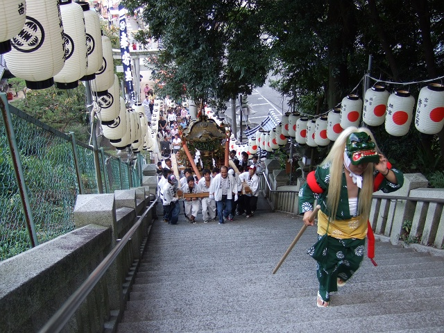 矢野尾崎神社秋大祭 その5 大祭の日の夕方。神輿到着、大祭イベント_b0095061_130555.jpg