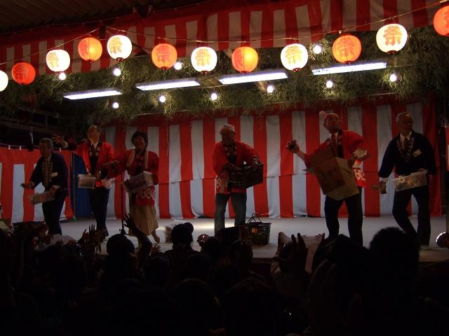矢野尾崎神社秋大祭 その6 大祭の日の夜 大祭イベント~菓子まきと終演_b0095061_13105220.jpg