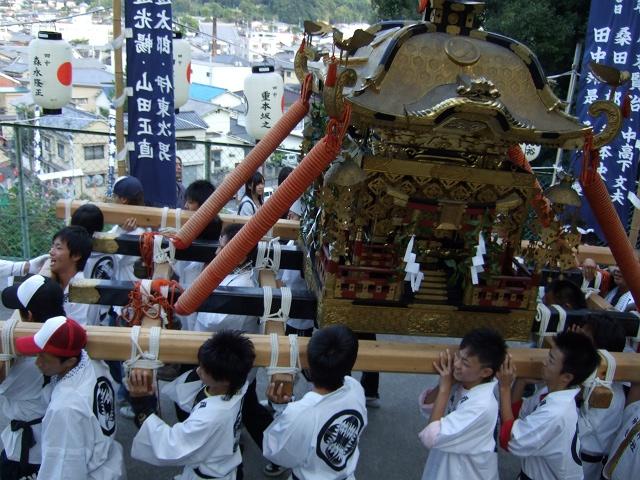 矢野尾崎神社秋大祭 その5 大祭の日の夕方。神輿到着、大祭イベント_b0095061_1315979.jpg