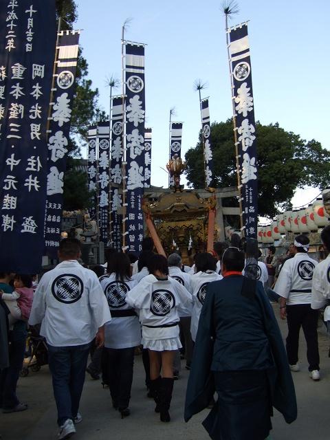 矢野尾崎神社秋大祭 その5 大祭の日の夕方。神輿到着、大祭イベント_b0095061_1321637.jpg