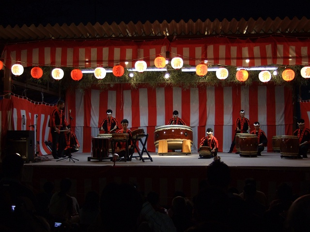 矢野尾崎神社秋大祭 その6 大祭の日の夜 大祭イベント~菓子まきと終演_b0095061_1393734.jpg