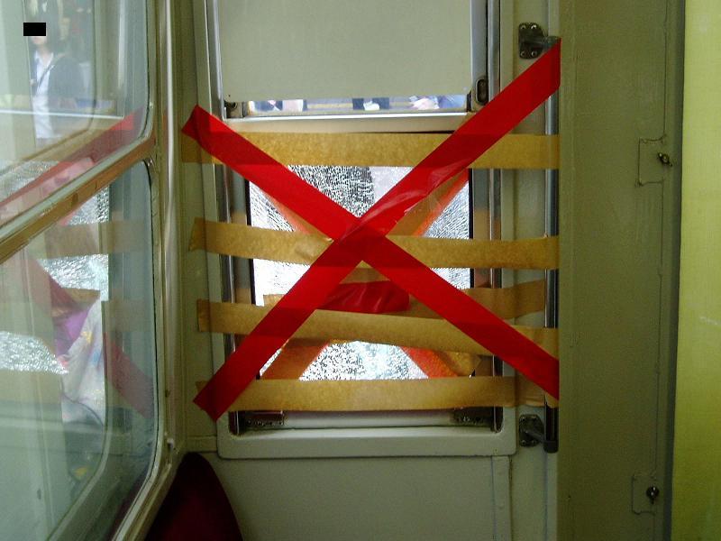 今日の東急デハ5001号の状況(53) ガラスが割られる_f0030574_11402669.jpg
