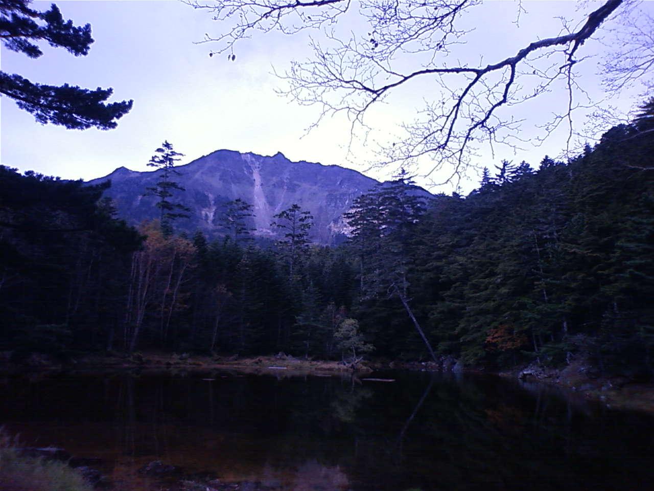 しらびそ小屋から見た天狗岳とみどり池_e0155231_10584393.jpg