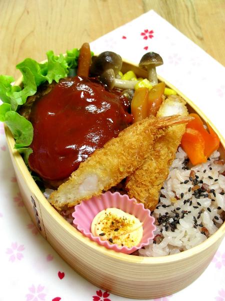 ハンバーグとエビフライの洋食弁当_b0171098_7113363.jpg