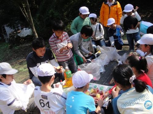 定例活動日:「多奈川小学校縦割り遠足」サポート_c0108460_20271867.jpg