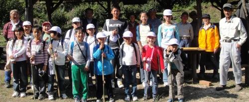 定例活動日:「多奈川小学校縦割り遠足」サポート_c0108460_2027405.jpg