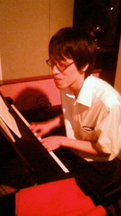 ただいまピアノばーです♪_b0147666_20552997.jpg