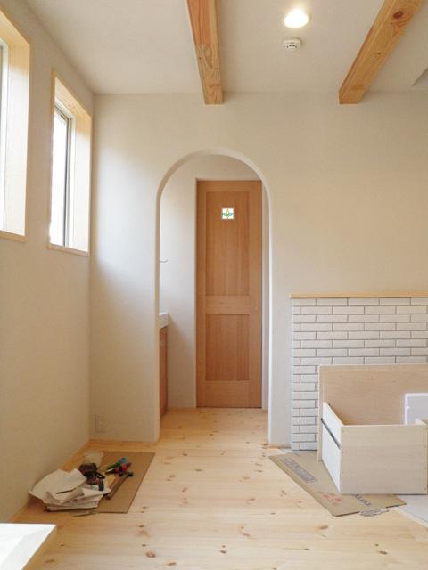 守谷泥壁の家18〜内壁仕上・建具設置〜_a0117794_22331485.jpg